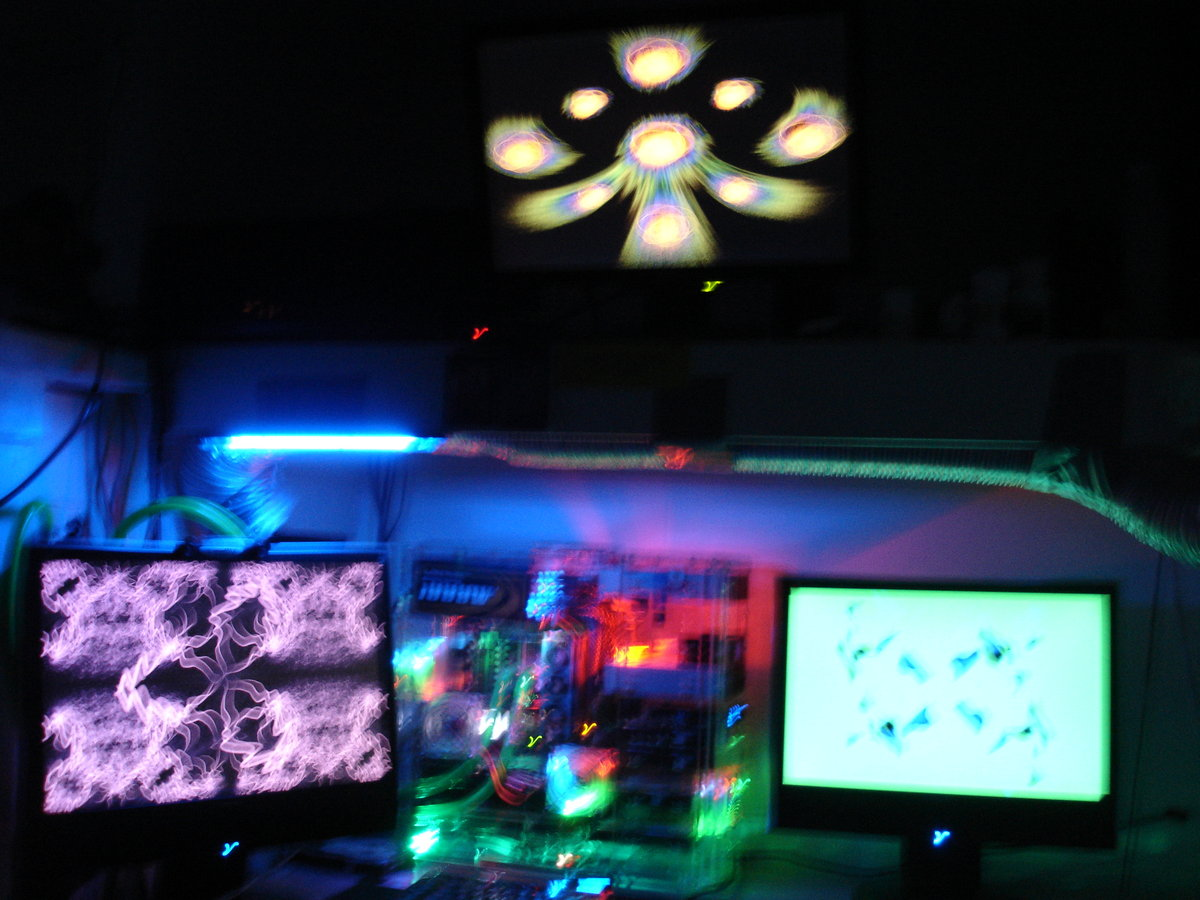 Geforce Plays 3 instances which looks nice on the Tri setup...I'm not sooo good with the camera. LOLz!!!